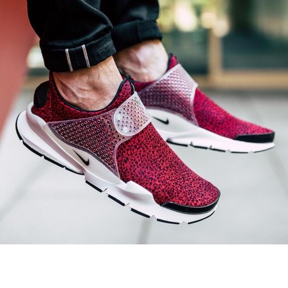 3489b20d757 NEW • Nike • Mens Sock Dart QS Red Safari 7